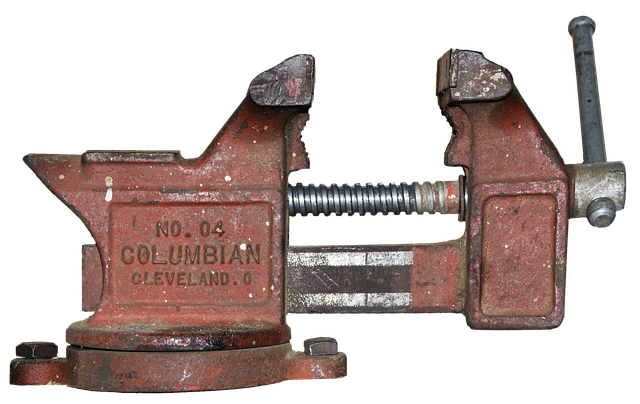 this image shows a Bench vice that is a simple machine.